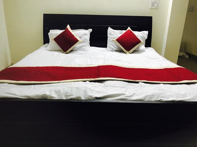 Hotel Dharohar Palace