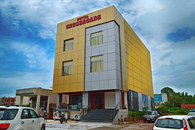 Hotel Crossroad