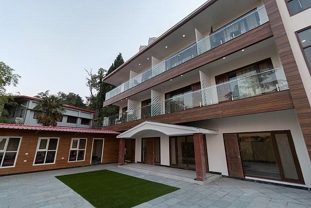 Hotel Seven Oaks
