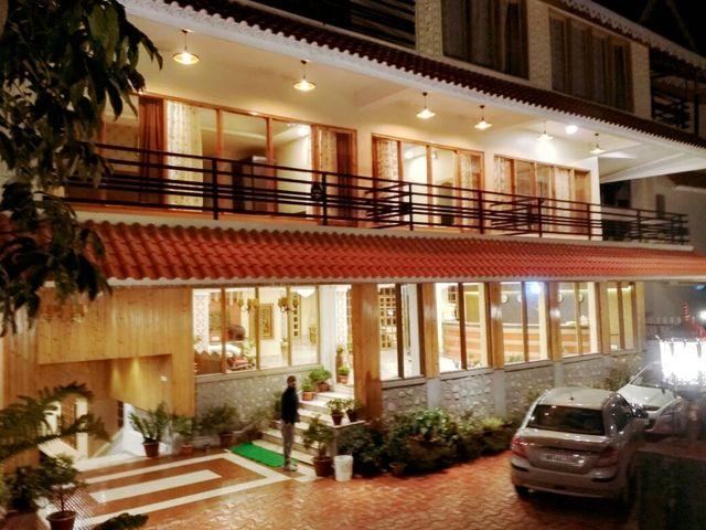 Queens Hill Hotel & Resort