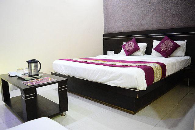 Hotel Shri Nivas (Near Navlakha Bus stand), Indore