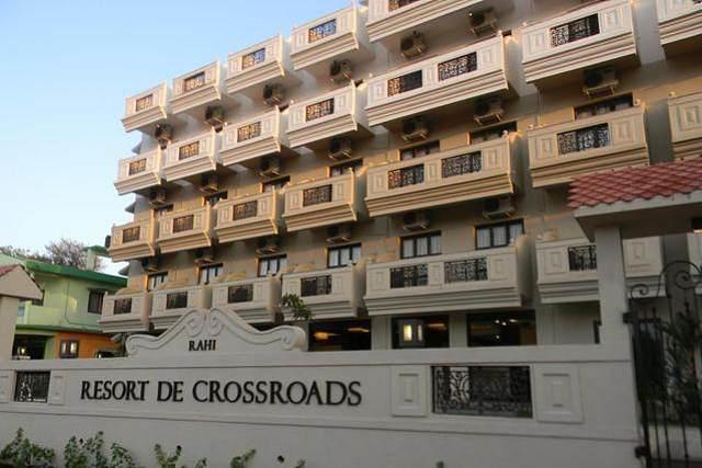 Resort De Crossroads