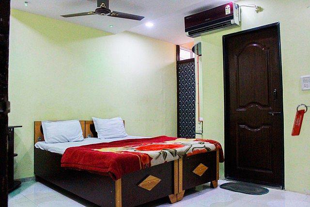 Hotel Pleasure Palace, Indore