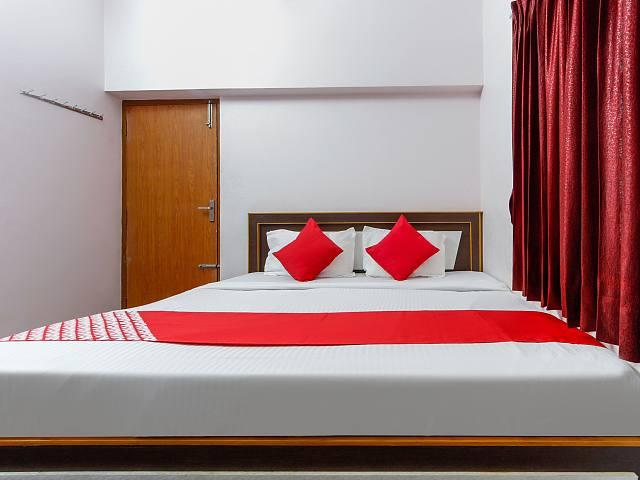 OYO 62942 The L I T Hotel