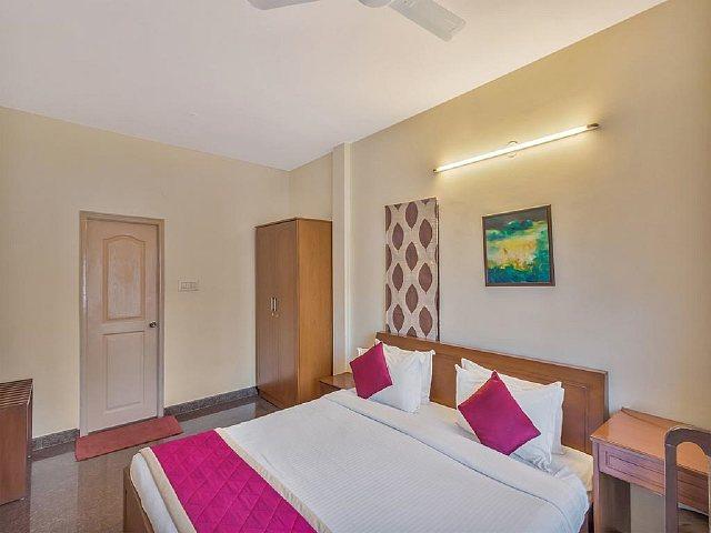 Hotel Felicity Inn by Sky Stays