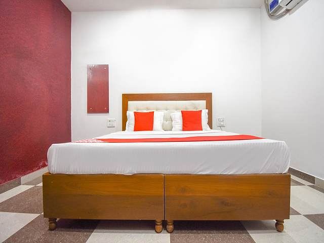 OYO 70588 Hotel Moonwalk Residency
