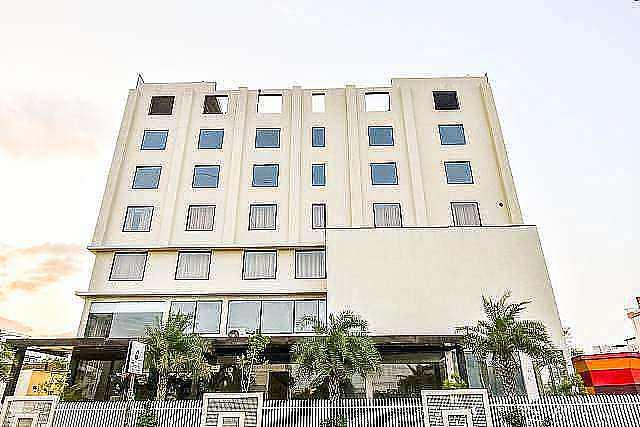 Capital O 46289 Hotel Royal Akshayam