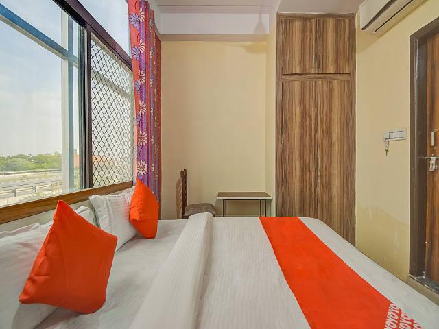 OYO 62907 Hotel Royal Blue
