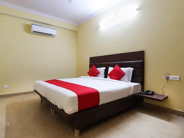 OYO 61177 Hotel Castle Inn