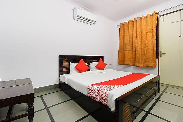 OYO 62422 Hotel Kriti Palace