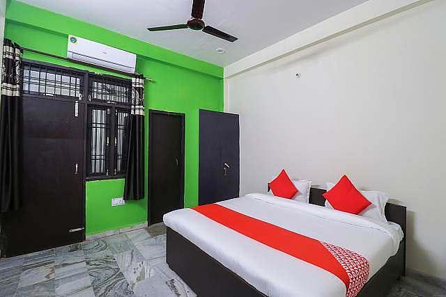 OYO 65228 Nishad Palace