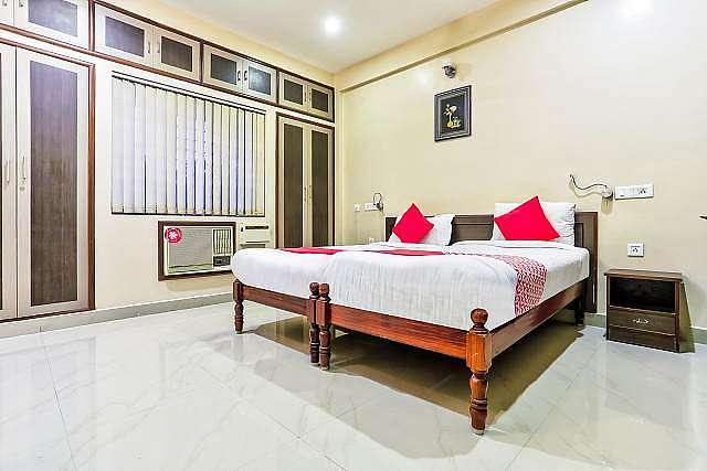 OYO 67796 Sree Guru Lakshmi Residency