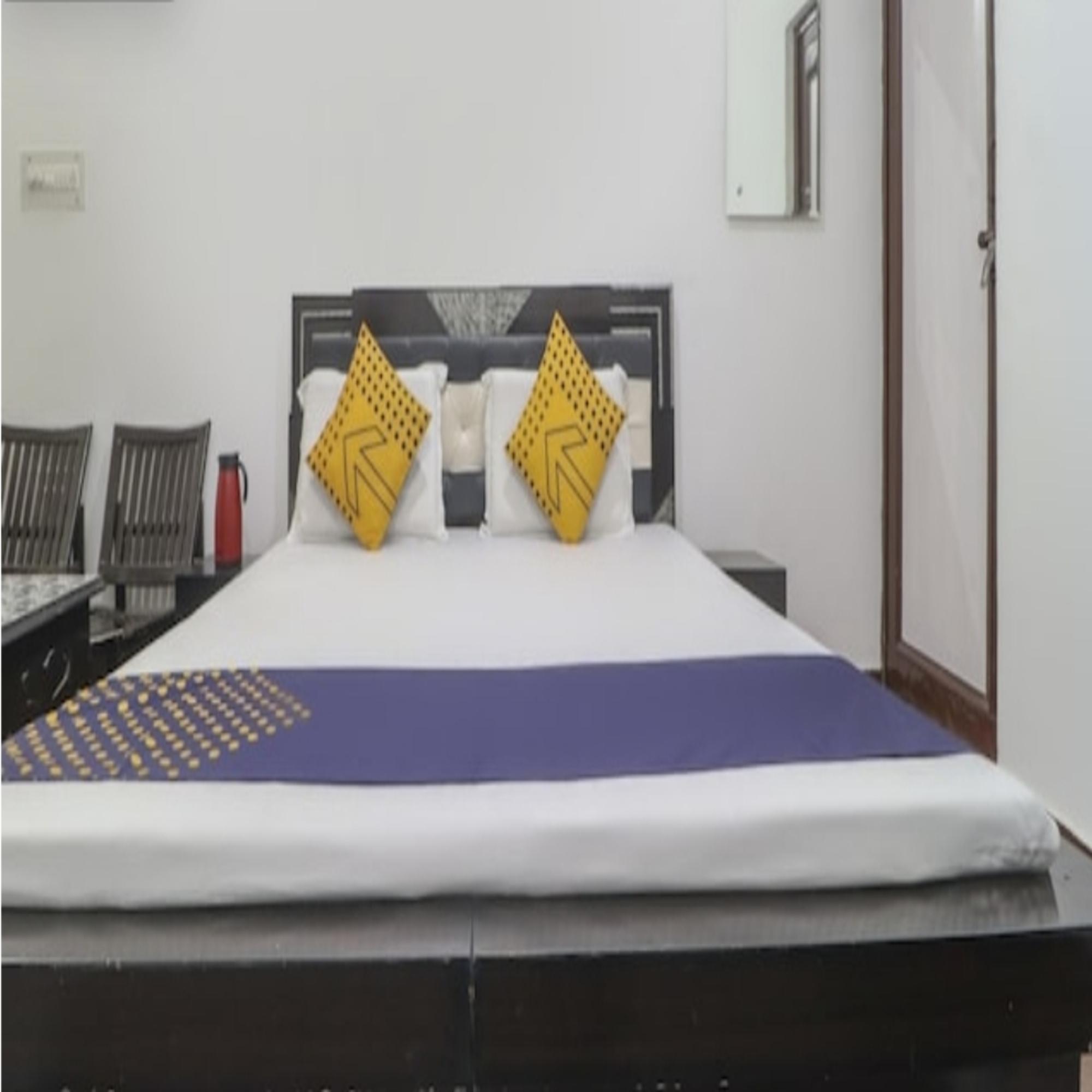 Hotel Madhu Palace